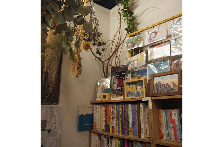緑の本棚(弥生坂)本棚