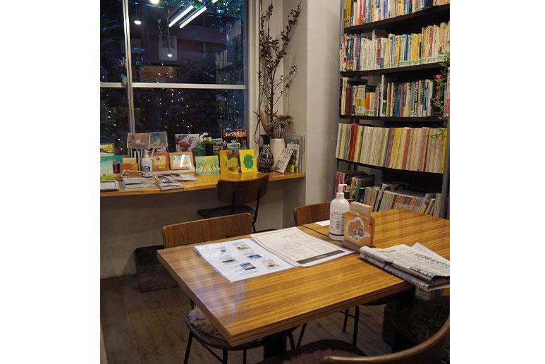 緑の本棚(弥生坂)読書スペース