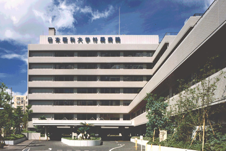 日本医科大学付属病院正面